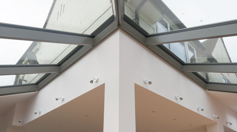 The Schuco CMC50 roof utilises a split rafter to create the hip.